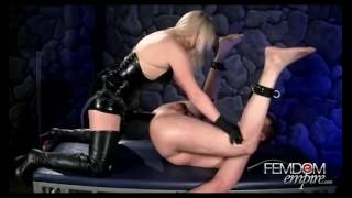 Latex Mistress Big Strapon And Fisting