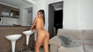Perfect Butt Babe Shaking Her Sweet Ass