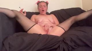 Twerking And Masturbating While Smoking