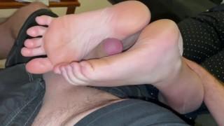 Perfect Footjob From Tiny Feet